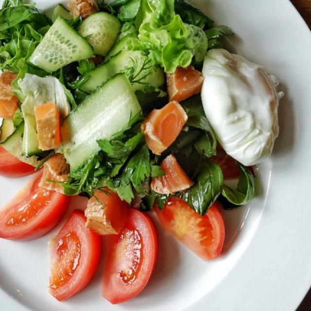 Salad of Green Leaves, Salmon and Poached Egg