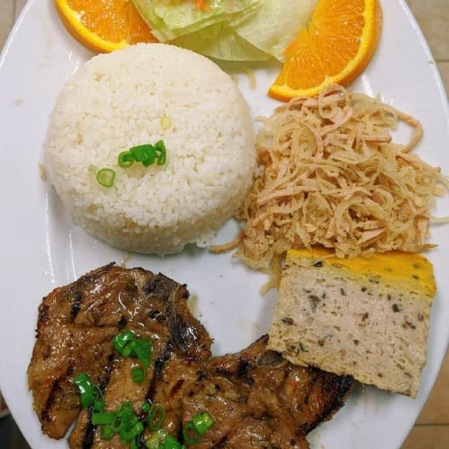 50.	Grilled Pork Chop, Shredded Pork & Meat Pie on Broken Rice
